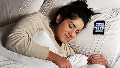Bahaya Menaruh Ponsel Berdekatan Dengan Kepala Saat Tidur