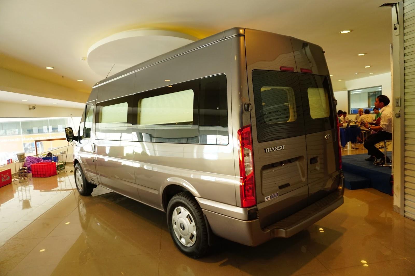 Về ngoại thất, thì Ford Transit Limousine không có nhiều thay đổi so với bản gốc