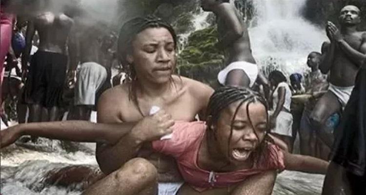 العقاب التى تحصل عليه الزوجة الخائنة فى نيجيريا (فيديو)