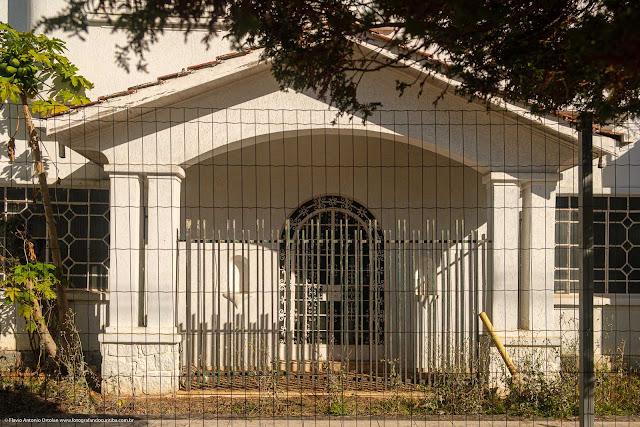 Casa na Rua Dias da Rocha Filho, Curitiba - detalhe do pórtico de entrada