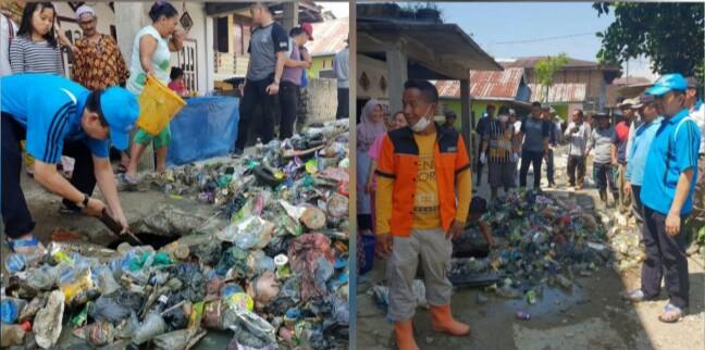 Bupati Kerinci Adirozal Goro Bersama Warga Bersihkan Selokan