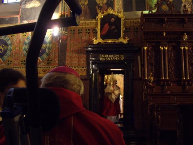 Sandomierz, bp Wacław Świerzawski w katedrze