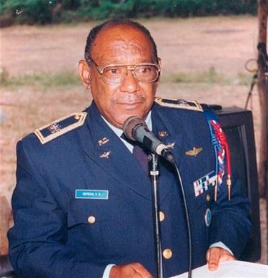 Decreto:  Pone en retiro 6 generales y asciende otros