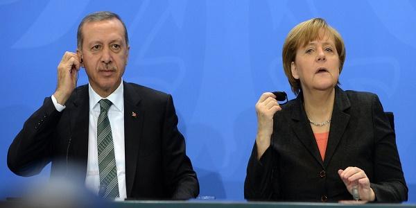 «Κόλαση» στο Βερολίνο: Ο Ερντογάν «έφτυσε» τους Γερμανούς αλλά πήρε μέσω Siemens 35 δισ ευρώ - «Πυρά» κατά Μέρκελ