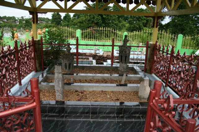 Taman Makam Raja-Raja