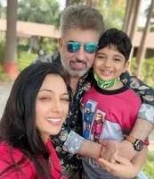 रूपाली गांगुली अपने पति और बेटे के साथ