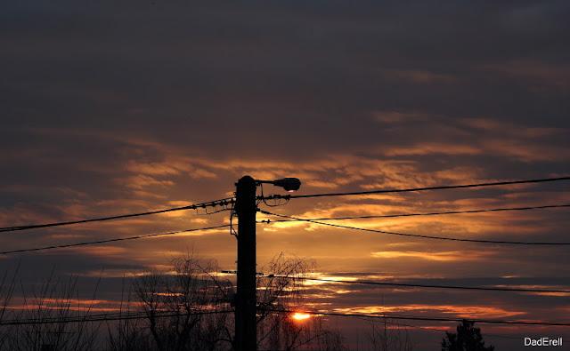Lampadaire et soleil levant