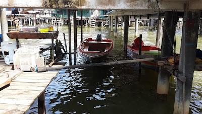 Dermaga di bawah rumah Kampung Ayer Brunei Darussalam