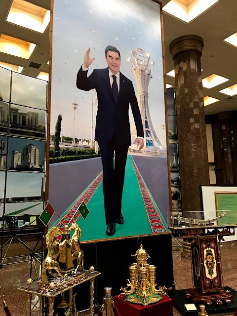トルクメニスタンの首都アシュガバード(大統領)