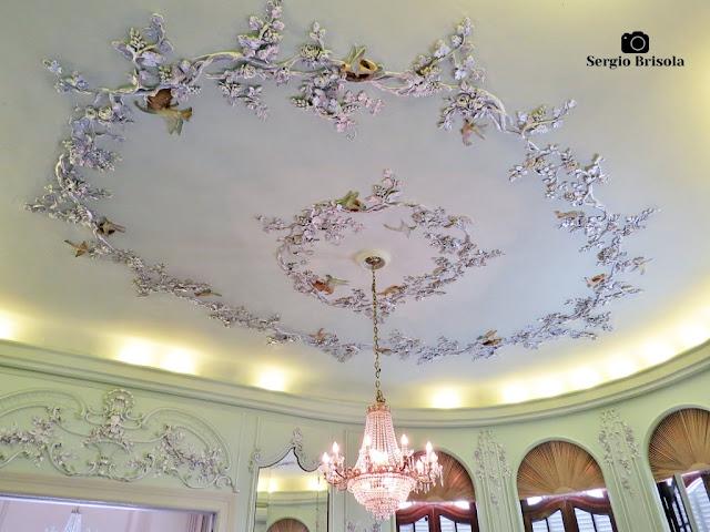 Palacete Violeta (lustre e adornos da Sala dos Pássaros)