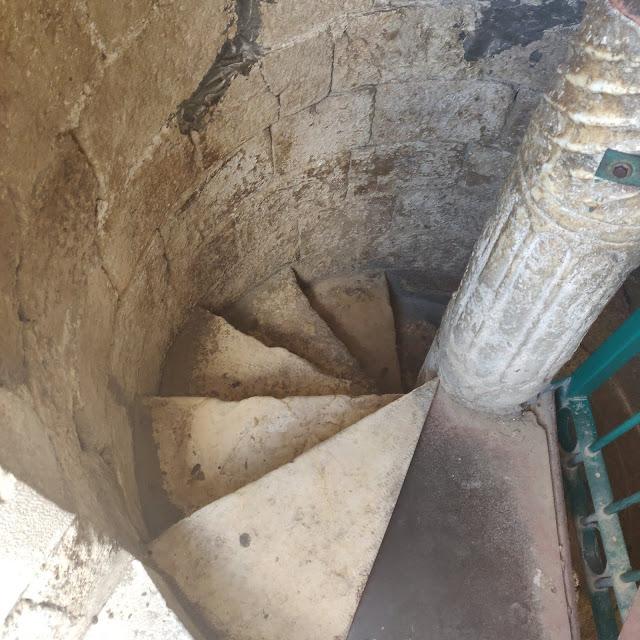 מדרגות לוליינות במגדל הלבן