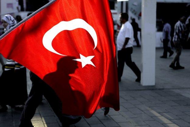 Η τουρκική κρίση βαθαίνει, ο Ερντογάν... το βιολί του