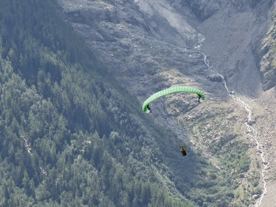 パラグライダー プランプラ Planpraz からシャモニーまでのハイキング