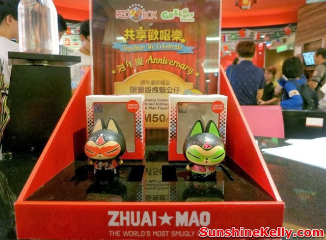 zhuai mao, the world most smugly cat, World Buffet, Red Box Karaoke, green box,