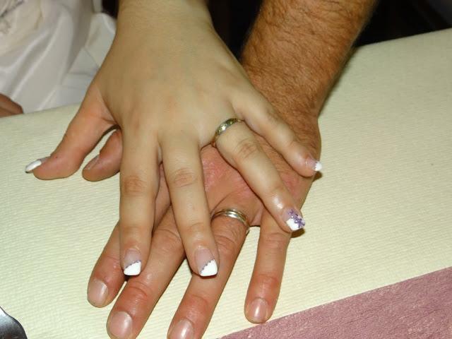 Mains de mariés