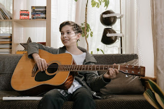 Five Easy Steps To Help Your Child to Play Guitar