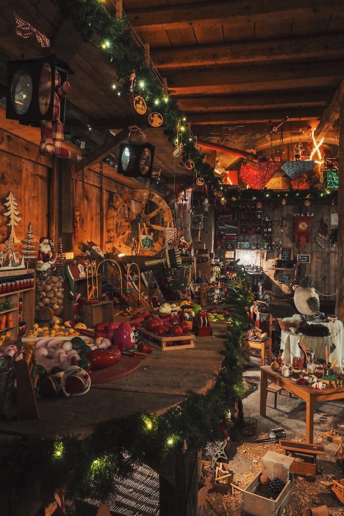 Atelier du Père Noël au hameau du Père Noël en Haute-Savoie