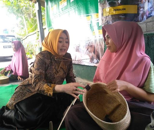 Pengerajin Tulungagung Belajar Ke Sentra Kerajinan Ketak Dusun Boyot