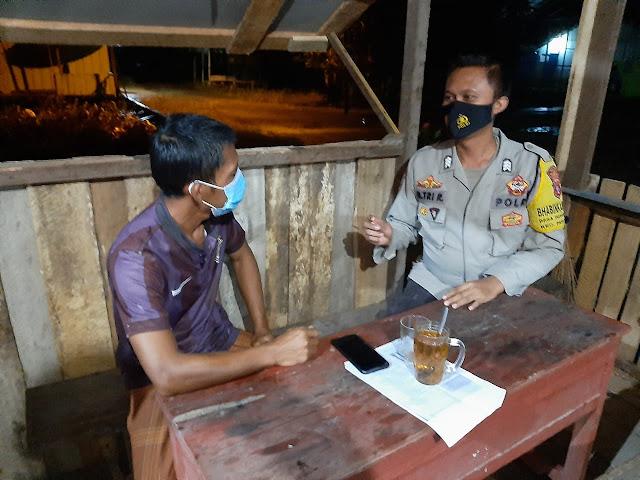 Bripka M. Tri Raharjo Menyampaikan Imbauan Antisipasi Covid-19 ke Warga