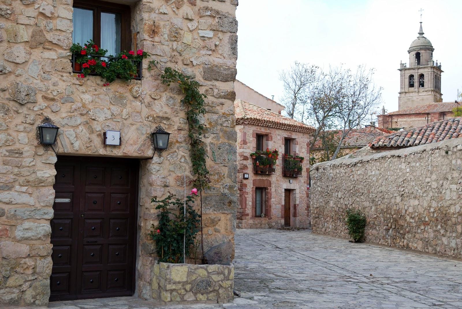 medinaceli soria spain pueblo bonito calle casa piedra quaint