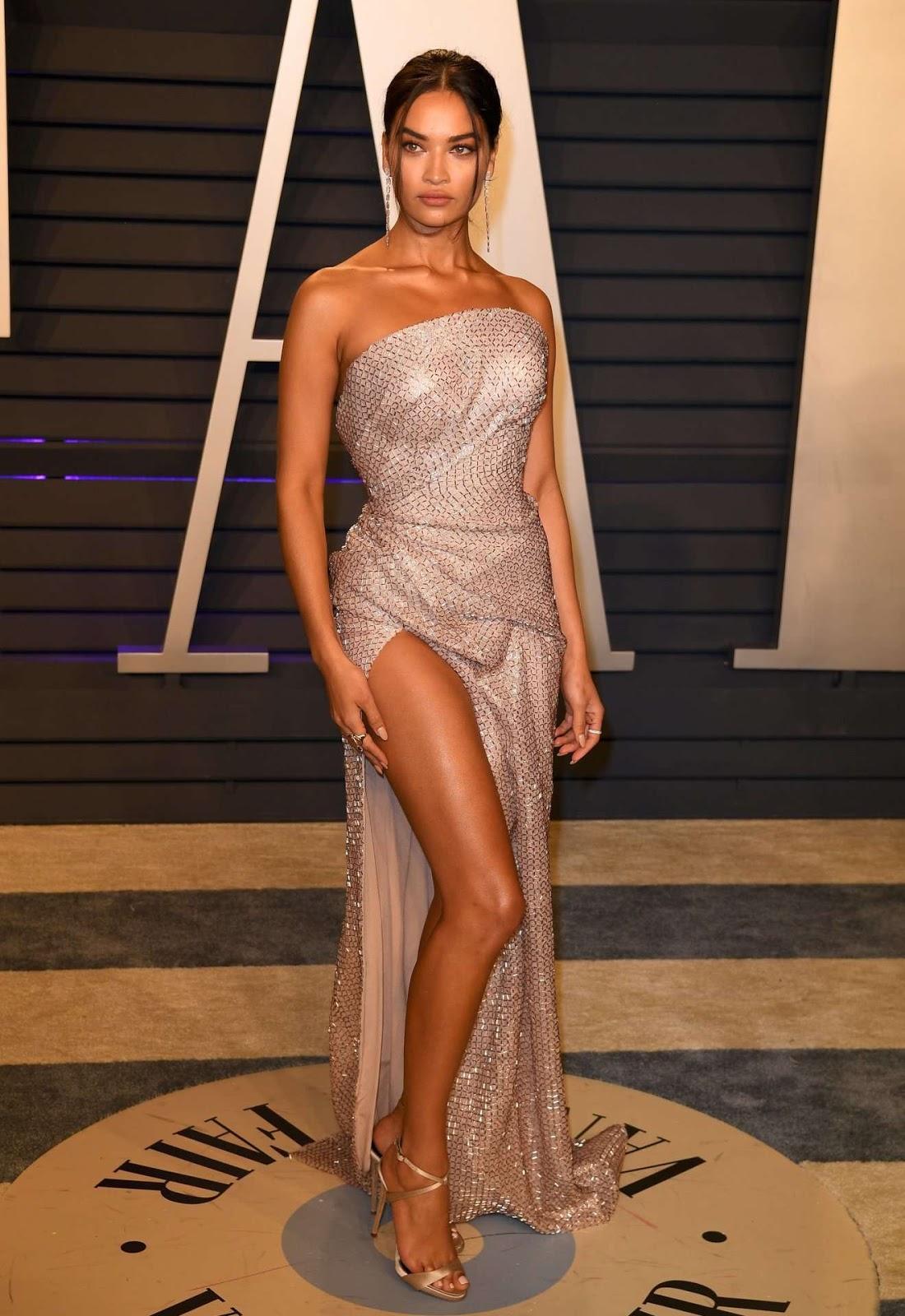 Shanina Shaik – Upskirt at 2019 Vanity Fair Oscar Party in Beverly Hills