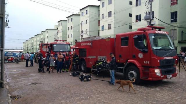 Adolescente morre e pelo menos quatro pessoas ficam feridas durante incêndio em prédio em Feira de Santana