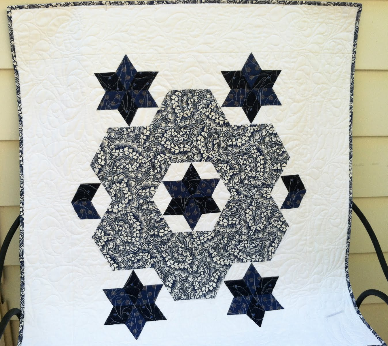 Hexagon Wreath and Stars Quilt