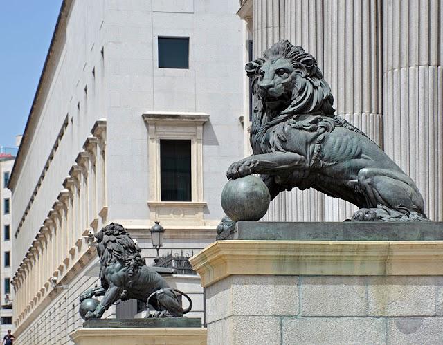 Ifni, los leones del Congreso y el parlamentarismo español