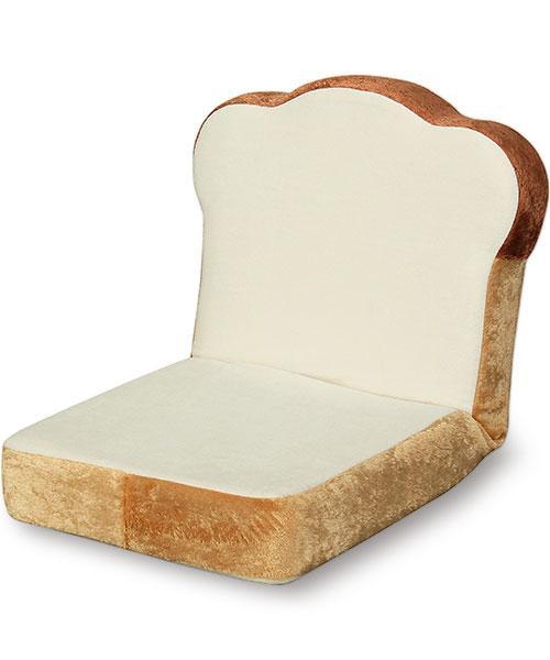 グミのシャンデリア?感性を刺激するクリエイティブな家具#2・9選【a】 食パンのソファー