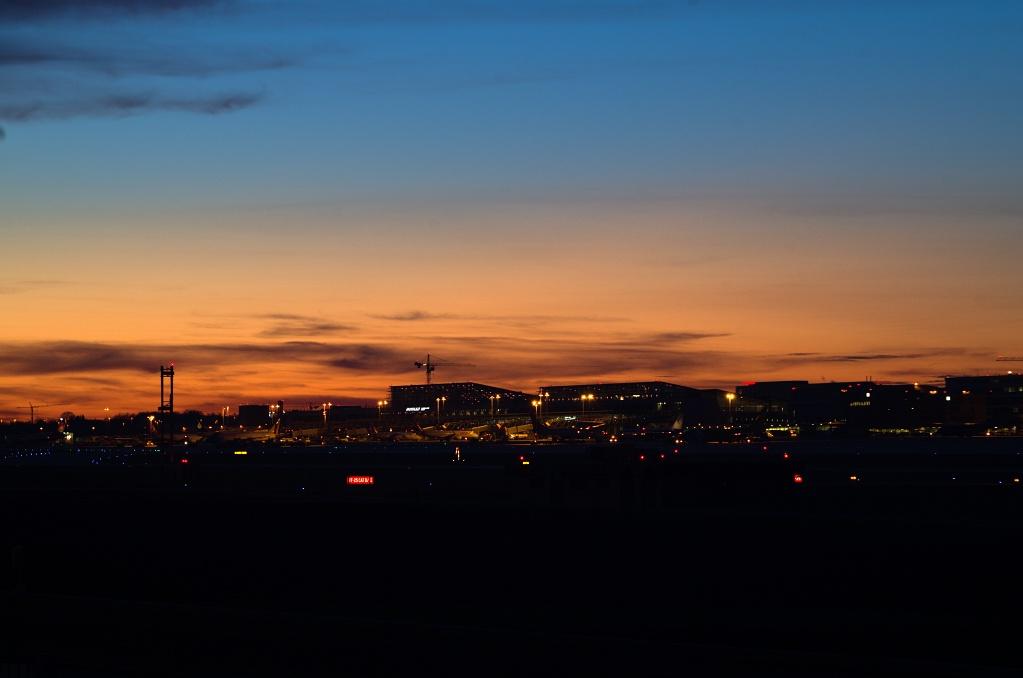 #143 Perfex f3.5 75mm - Stuttgarter Flughafen bei Nacht (1)