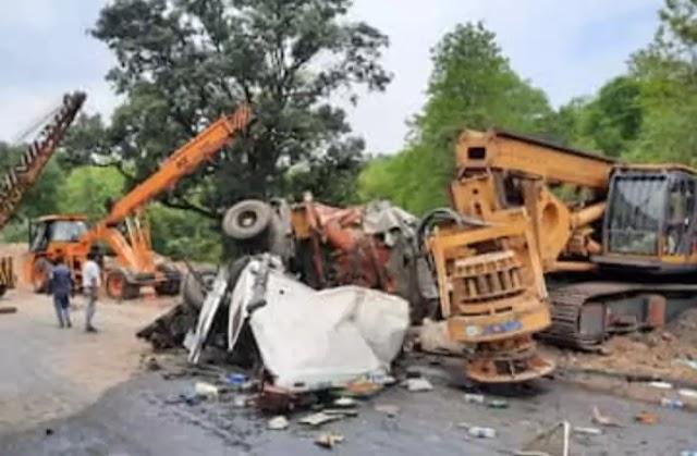 Road Accident: चुटूपालू घाटी में टेलर ने दो ट्रैक्टरों में मारी टक्कर, 3 लोगों की मौत