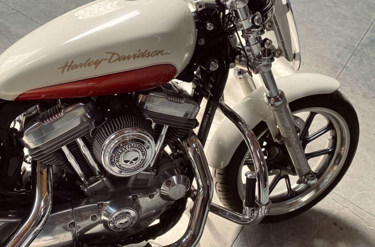 cara mengkilapkan motor dengan autosol