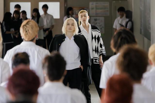 """Nova ilustração do filme live-action de """"Tokyo Revengers"""" e mais imagens são reveladas"""