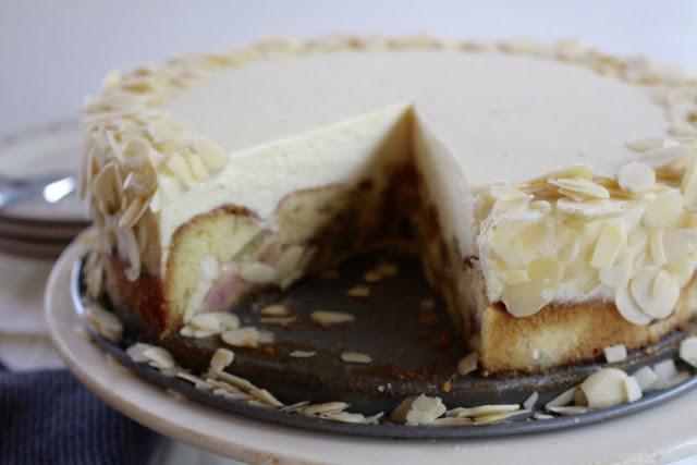 Rhabarber-Marzipan-Torte - cremiger Frühlingstraum