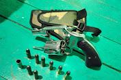 Tegas, 1 Pucuk Pistol Jenis Revolver Diamankan Satgas Yonif MR 413 Kostrad Dari Hasil Sweeping