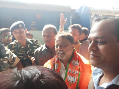 Mukul Roy stage vandalised in Jalpaiguri