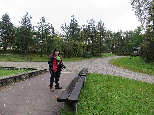 Placyk przed ośrodkiem edukacyjnym Pienińskiego Parku Narodowego.