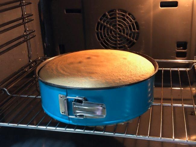 Генуэзский бисквит: пушистый и легкий как облако, готовится очень просто