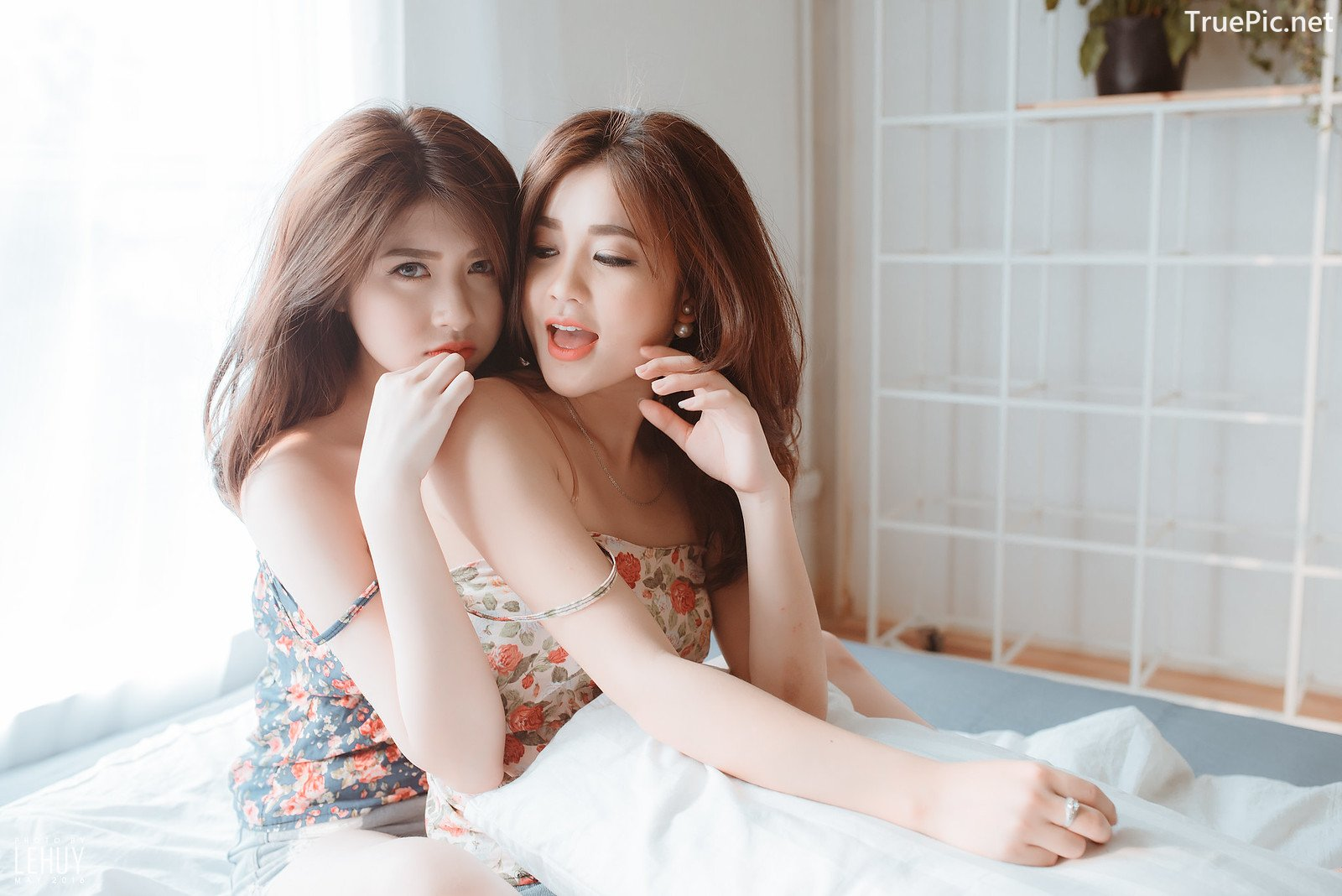 Image-Vietnamese-Hot-Girl-Photo-Beautiful-Twin-Sister-TruePic.net- Picture-2