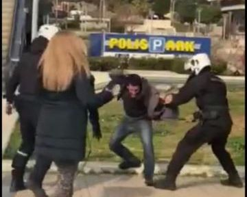 Ένταση με αστυνομικούς στην πλατεία της Νέας Σμύρνης - Πορεία μετά τα επεισόδια -Τι λέει η αστυνομία