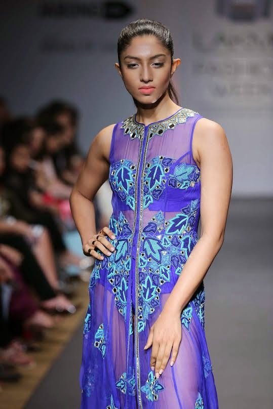 Show stopper Karishma Kapoor Walk on the LFW-2014 for ARPITA MEHTA