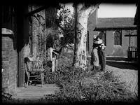 """Кадр из к/ф Чарли Чаплина """"Солнечная сторона"""" / Sunnyside (1919) - 35"""