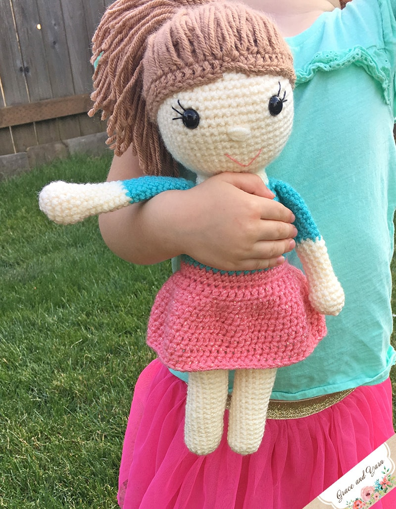 Tutorial - Adding Hair to an Amigurumi Doll | Stitches n Scraps | 1027x800