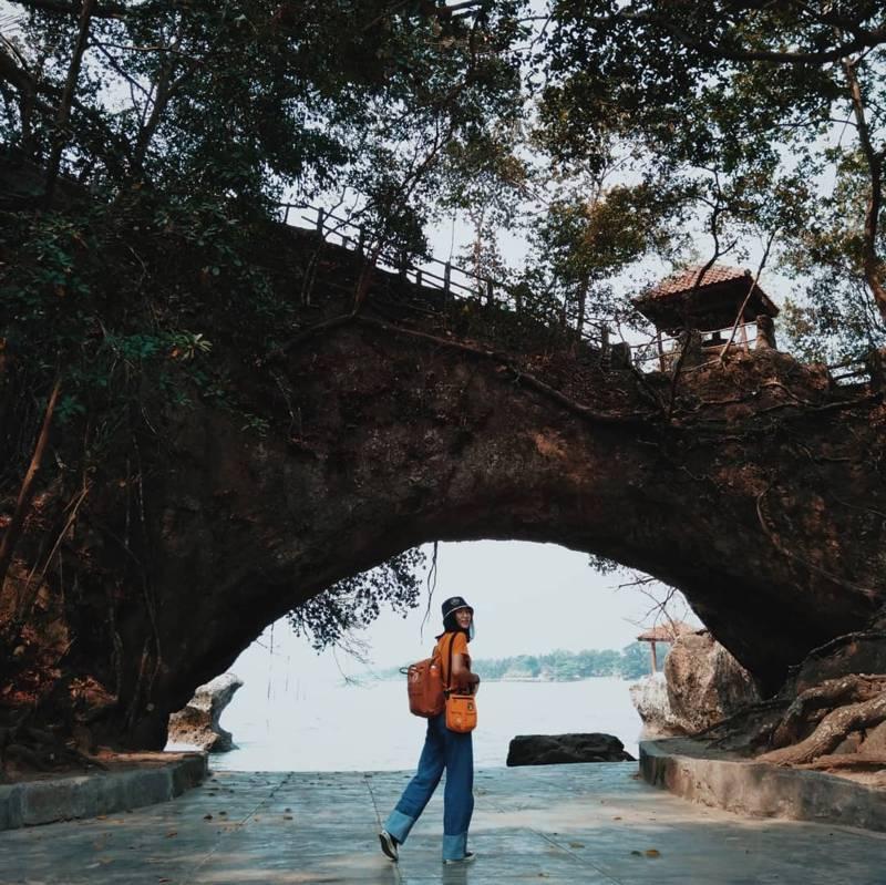 Pantai Karang Bolong Kebumen, Pantai Ikonic Jawa Tengah