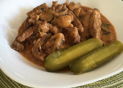Duszona wołowina z pieczarkami w sosie z musztardy