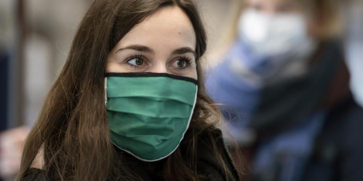 «Έρχεται υποχρεωτική μάσκα σε όλους τους εξωτερικούς χώρους» - Εκτός σπιτιού μόνο με μάσκα!