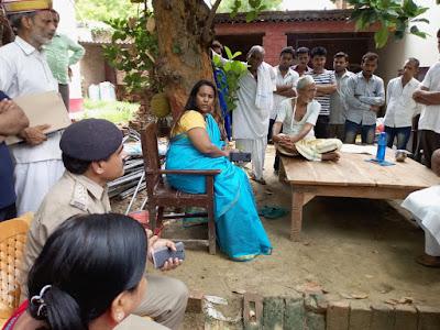 DM C Indumati Visit Widow Mother News In Hindi Uttar Pradesh