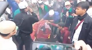 Massa Bakar 2 Bendera, Bendera PKI dan Bendera PDI Hasto Ancam Lapor Polisi