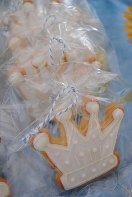 """biscotti corona decorati in ghiaccia reale """"Il Piccolo Principe"""""""