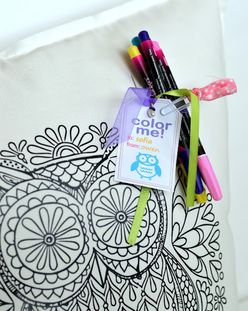 use fabric markers to color in this gift